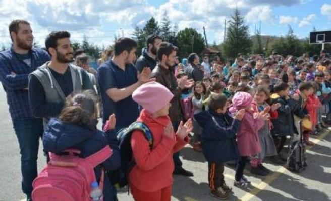 Işıklı Öğrenciler ve Şile Halkından Çocuklara 23 Nisan Hediyesi