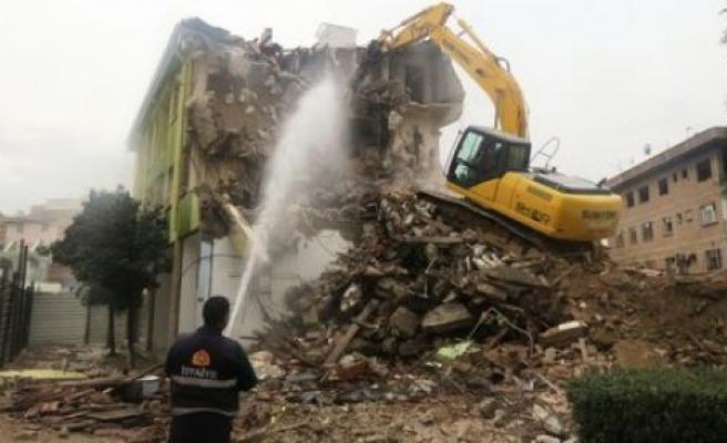 Meşhur bina sonunda yıkıldı