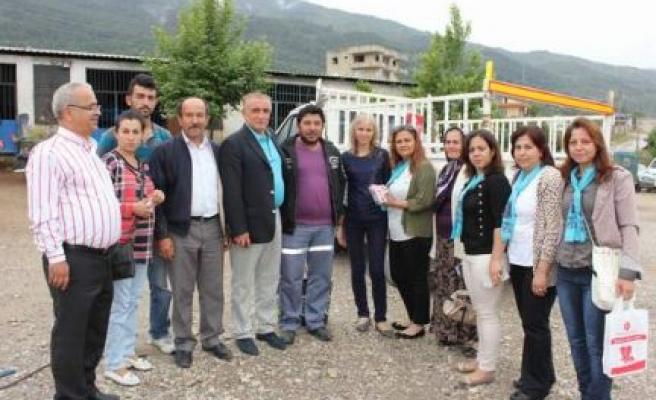 MHP Milletvekili Uzunırmak, pazarı dolaştı, halkı dinledi