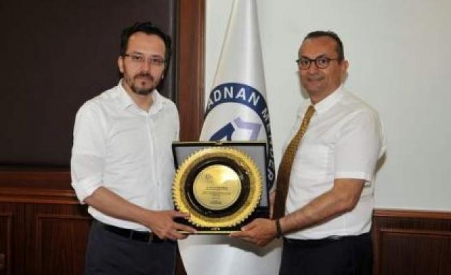 Prof. Dr. Cavit Bircan'a Teşekkür Plaketi