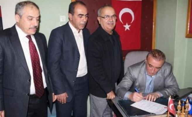 Uzunırmak, Yavuz'un başvurusunu Çine'de imzaladı