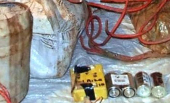 Yüksekova'da el bombası ve silah ele geçirildi