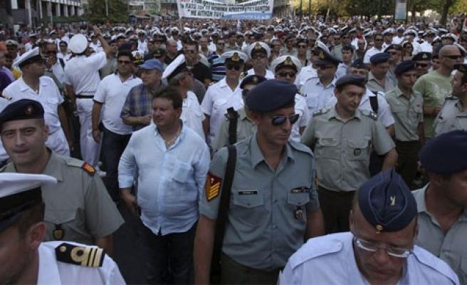 Yunanistan'da askerler de sokağa indi