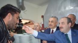 Bakan Varank Önce Köfte Pişirdi, Sonra Tatlı İkram Etti