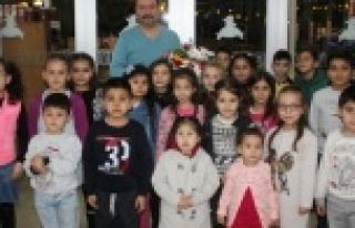 Atatürk İlkokulu Öğrencileri, Öğretmenler Gününü...