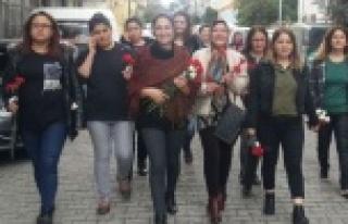 AK Parti Kadınları 8 Mart Kadınlar Gününü Karanfille...