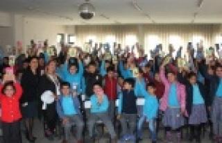 """Yazar Mavisel Yener, """"Kitap Okumak Özgürlüktür"""""""