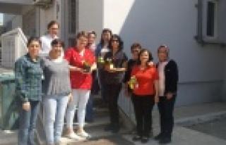 CHP'li Kadınlar Ebeleri Unutmadı