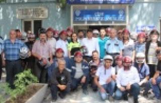 Çine Polisinden Sürücülere Kask Hediyesi