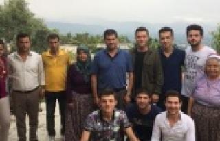 CHP'li Gençler, Babalar Gününde Şehit Babalarını...