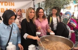 AK Parti'li Kadınlardan 2 Bin Kişilik Aşure...