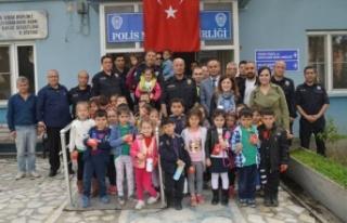 Akçaova İlkokulu Polisleri Ziyaret Etti