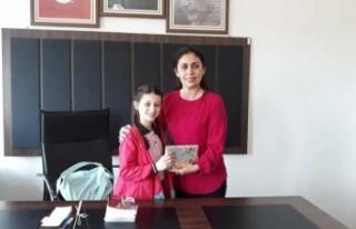 Kütüphanenin Bir Günlük Müdürü Necla Derin...