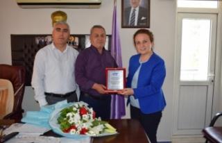 SGK Müdüründen Başkan Uyar'a Teşekkür Plaketi