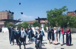 Çine İmam Hatip Ortaokulu'nda Mezuniyet Coşkusu