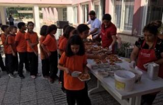 Akçaova Ortaokulu ve İlkokulu Aşure Günü Düzenledi