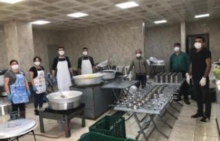 Çine Belediyesi İftarda Vatandaşa Sıcak Yemek...