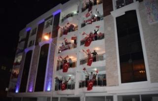 Çine Tek Yürek Oldu, İstiklal Marşı Balkonlardan...