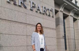 AK Parti Kadın Kolları Başkanı Yıldız İstifa...