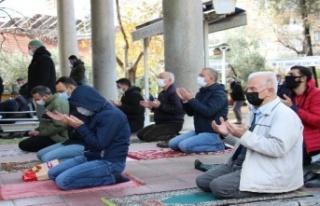 Aydınlılar Cuma namazını camilerde kılabilecek
