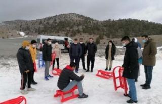 Gençlerin kar isteğini, Gençlik Spor Müdürlüğü...