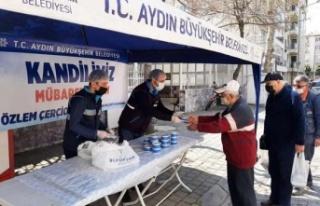 Büyükşehir Belediyesi Berat Kandili'nde Vatandaşlara...