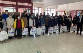 Giyecek yardımları Çineli çocukları sevindirdi