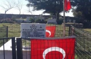 Şehit mezarları temizlenerek bayrakları yenilendi