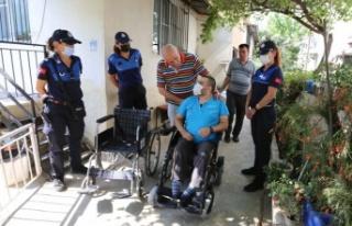 Başkan Atay'dan Yürüme Engelli Aktaş'a Akülü...