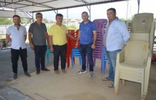 Kasap Acar Ağa Çaltı Mahallesine sandalye bağışladı