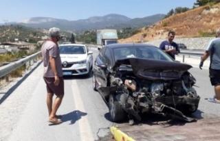 Kazada otomobil bariyerlere çarptı