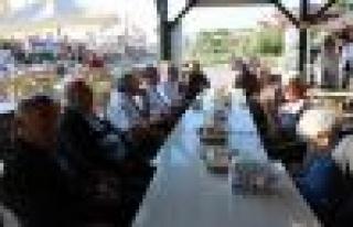 Başkan Atabay, yaşlılarla kahvaltıda bir araya...