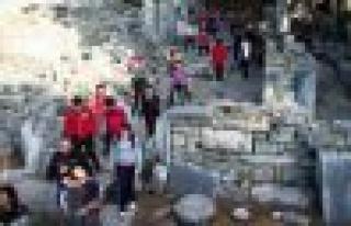 Çineli doğaseverler bu kez Priene'ye yürüdü