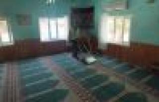Germencik Belediyesi Camilerde Genel Temizlik Yapıyor