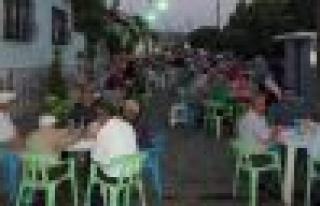 Mahalle sakinleri Şehler'de iftar sofraları kurdu