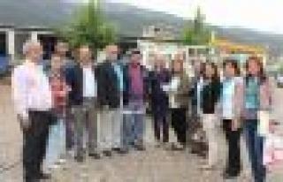 MHP Milletvekili Uzunırmak, pazarı dolaştı, halkı...