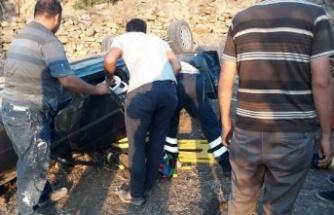 Direksiyon Hakimiyetini Kaybeden Araç Şarampole Yuvarlandı: 2 Yaralı