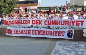 Atatürk'lü Öğrenciler 29 Ekim'i Kutladı