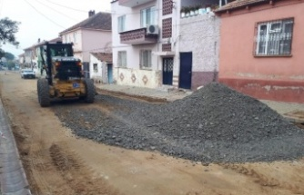 Aydın Büyükşehir Belediyesi ilçede Şehler Caddesi'nde sıcak asfalt çalışmasına başladı