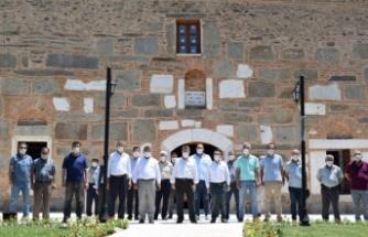 AK Parti Heyeti Ahmet Gazi Cami ve Türbe Çalışmalarını İnceledi