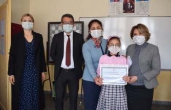 Çine'de Kütüphane Haftasında kitap kurtlarına hediye