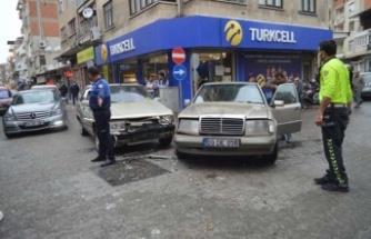 Çine'de iki araç çarpıştı