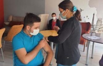 Akçaova Anadolu Lisesi öğrencilerine Covid-19 aşısı yaptırdı