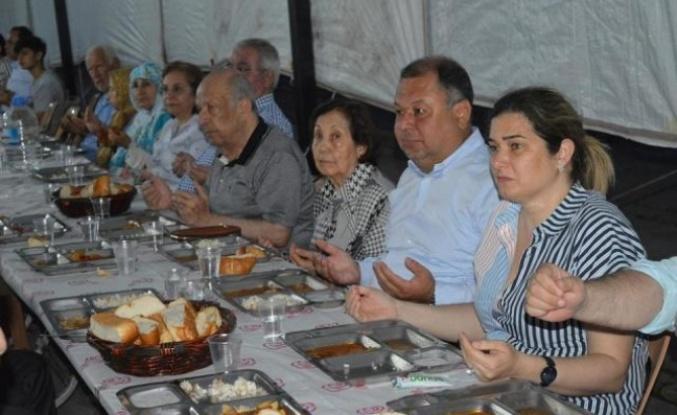 Belediye Başkanı'nın Eşi İftar Yemeği Düzenledi