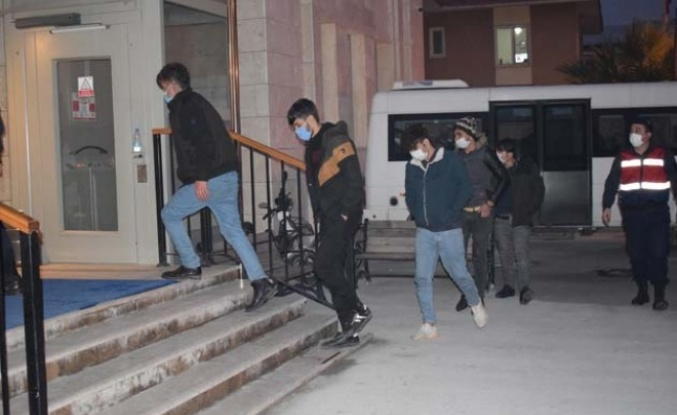 Mülteciler, İtalya yerine Akçaova Mahallesine geldi