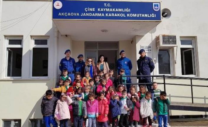 Akçaovalı Anaokulu Öğrencilerinden Jandarma Karakoluna Ziyaret